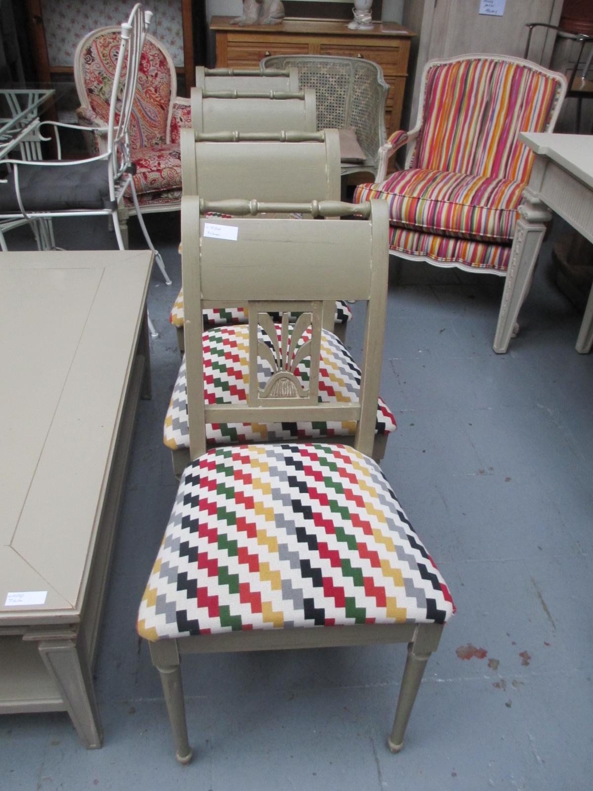 Série de 4 chaises patinées tissus neuf Image