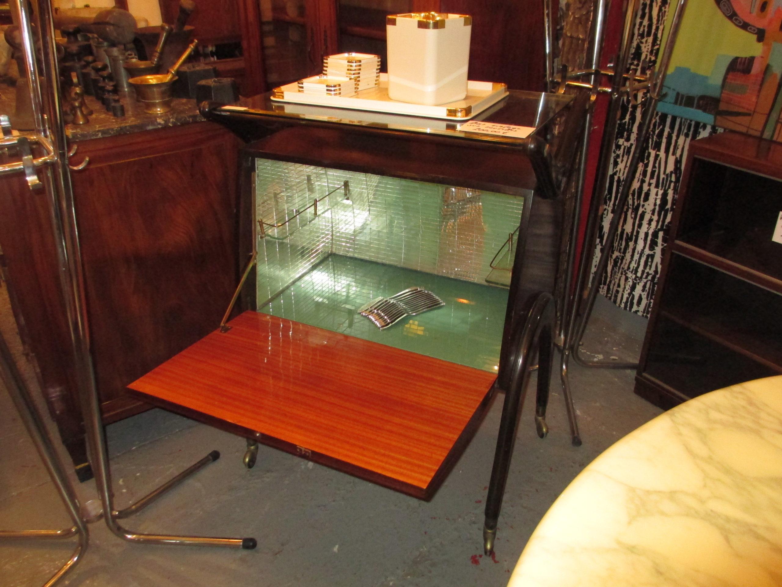 Bar vintage intérieur miroir Image